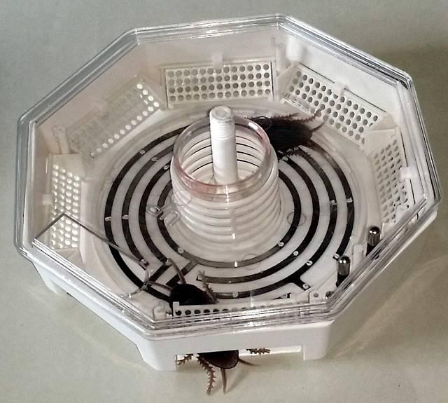 Электрическая ловушка для тараканов GoGreen в открытом виде